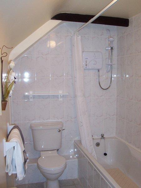 Uncle Toms Barn Cottage Bathroom